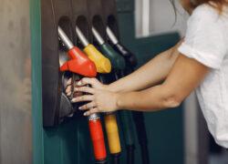 cuánto cuesta combustible cada 100km